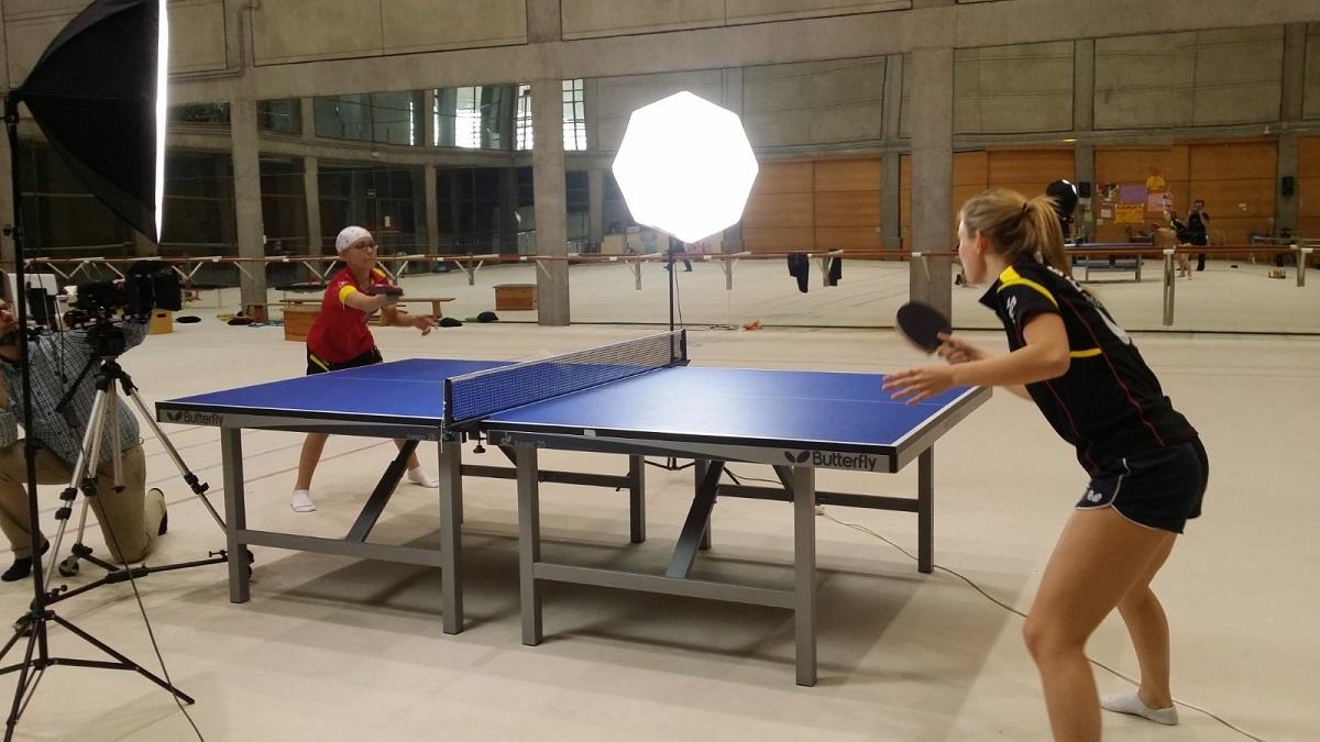 Galia-Dvorak-jugando-con-Ángela-Ortiz